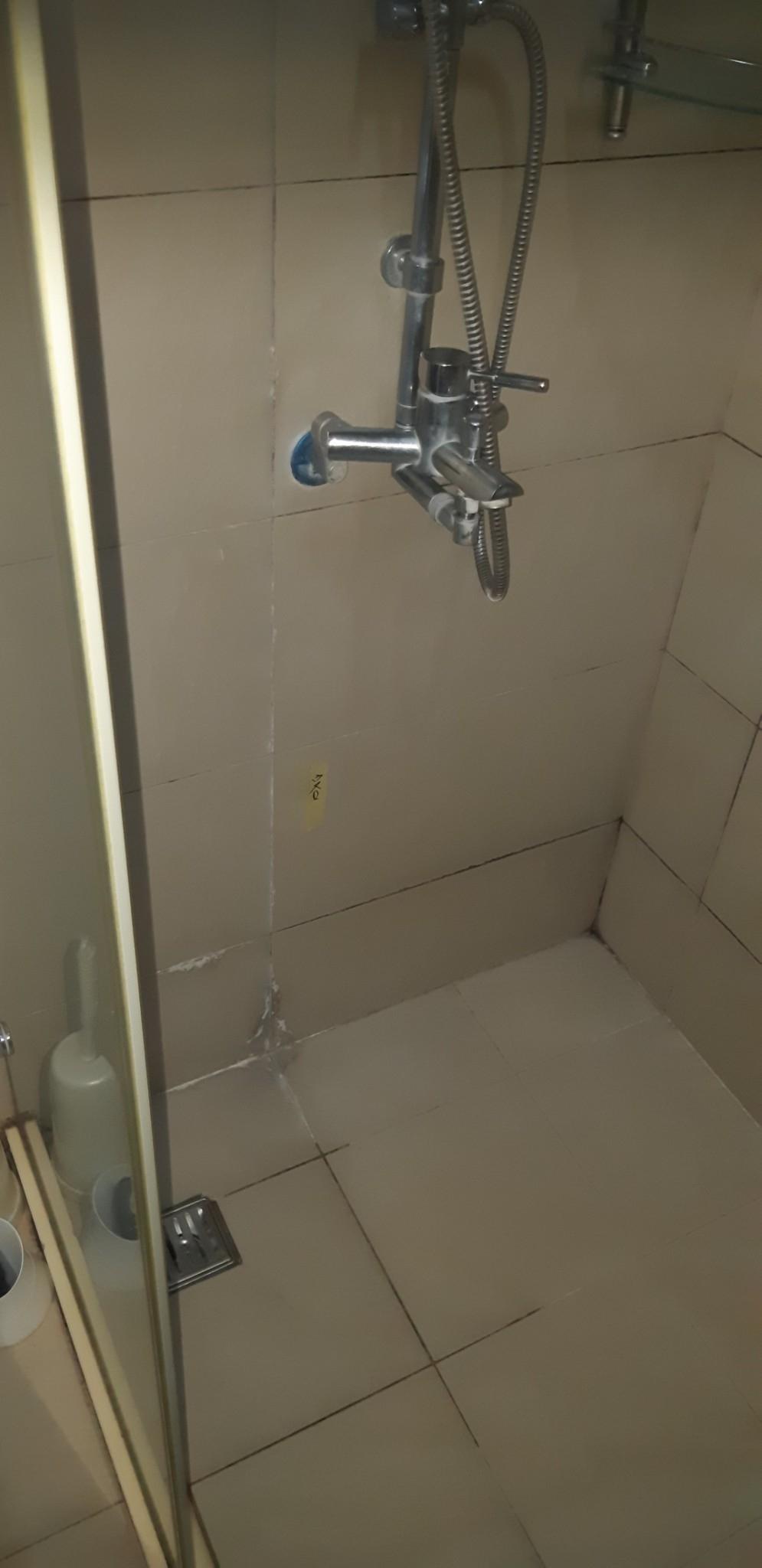 客浴 洩水坡度 乾溼拉門 滲水 排水 檢查